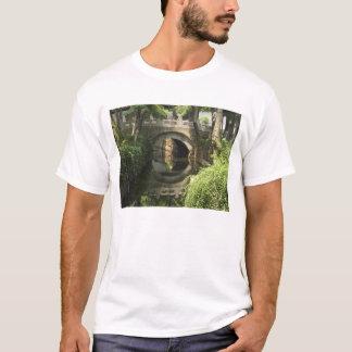 中国、南通市は、アーチ形にされた橋完全の形作ります Tシャツ