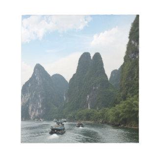中国、桂林の李の川、川船は並べます ノートパッド