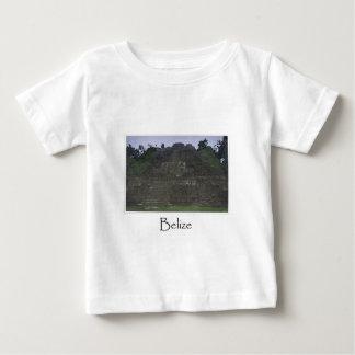 中央アメリカのベリセのマヤの寺院 ベビーTシャツ