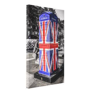中央ロンドンの英国国旗の旗の電話ボックス キャンバスプリント