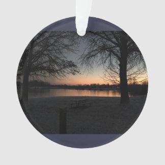中心の入り江の冬季の日没 オーナメント