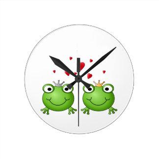 中心を持つカエルの王子そしてカエルのプリンセス、 ラウンド壁時計