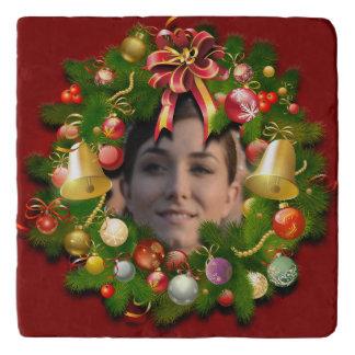 中間のあなたの写真が付いているクリスマスのリース トリベット