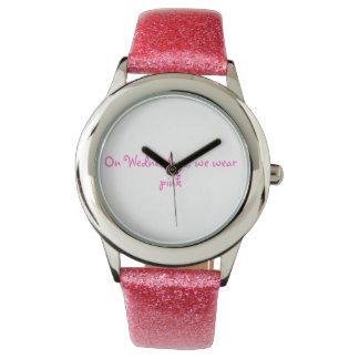 中間の女の子の腕時計 腕時計