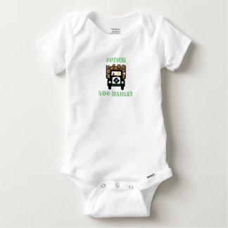 丸太のトラックを運転している未来の丸太の運送業者の赤ん坊 ベビーワンシー
