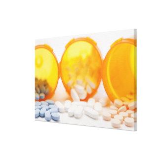 丸薬が付いている薬のボトルのスタジオの打撃 キャンバスプリント