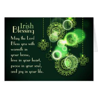 主を賛美しているBlessのシャムロックのデザインアイルランド語 カード