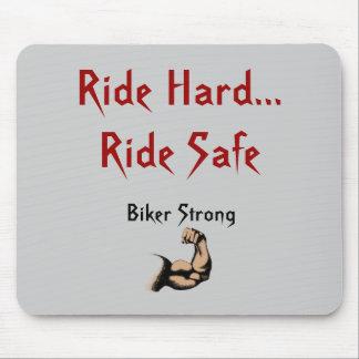 乗車の懸命の…乗車の金庫、強いバイクもしくは自転車に乗る人 マウスパッド