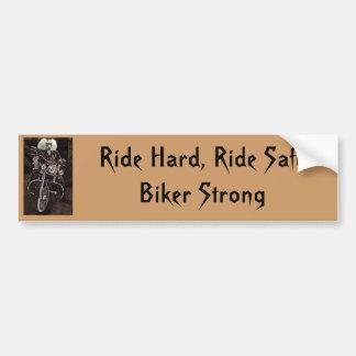 乗車の懸命は、強い安全なバイクもしくは自転車に乗る人に乗ります バンパーステッカー