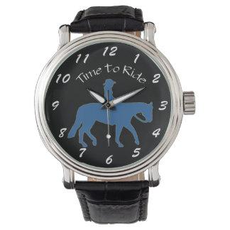 乗車は馬に乗って時間を計ります 腕時計