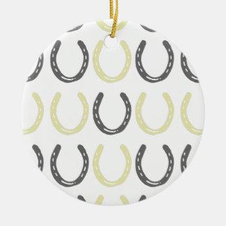 乗馬のテーマの馬はパターンに蹄鉄を打ちます セラミックオーナメント