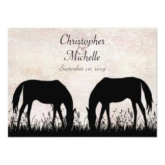乗馬の結婚式招待状を牧草を食べている馬 カード