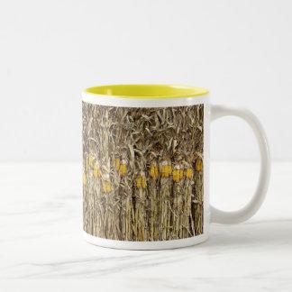乾燥されたトウモロコシの茎の装飾 ツートーンマグカップ