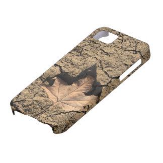 乾燥した汚れた土-秋の写真撮影の死んだ葉 iPhone 5 CASE