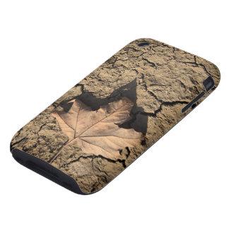 乾燥した汚れた土-秋の写真撮影の死んだ葉 TOUGH iPhone 3 カバー