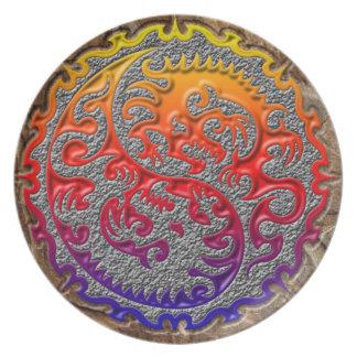 二重陰陽のドラゴンのデザインのプレート プレート