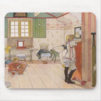 二階にベビーの姉妹が付いているアチックの寝室 マウスパッド