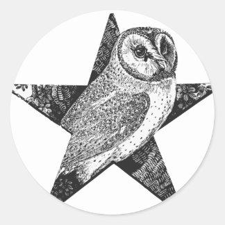 五芒星の星形五角形のWiccaの異教徒のフクロウ ラウンドシール