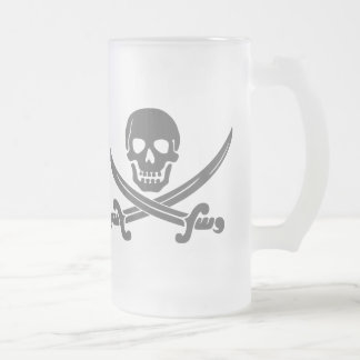交差させた剣が付いているシンプルな微笑の海賊スカル フロストグラスビールジョッキ