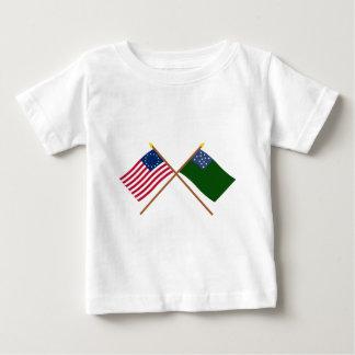 交差させたBetsy Rossおよび緑山の男の子の旗 ベビーTシャツ