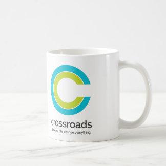 交差道路のクラシックで白いマグ コーヒーマグカップ