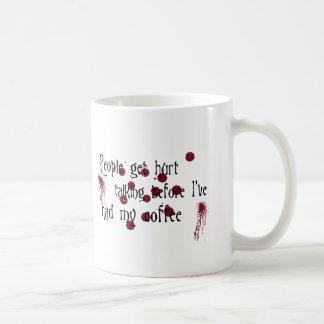 人々は傷つきます コーヒーマグカップ