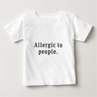 """""""人々""""のにアレルギーベビーのTシャツ ベビーTシャツ"""