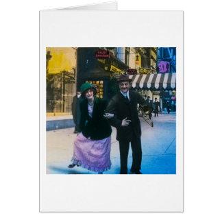 人および女性は通り1900 NYCで踊ります カード