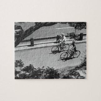 人および男の子のサイクリング ジグソーパズル