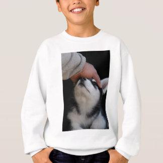 人で親友のシベリアンハスキーの子犬 スウェットシャツ