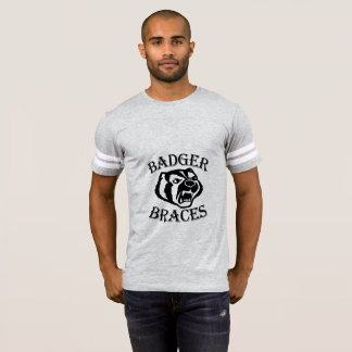 人のアナグマの支柱のフットボールT Tシャツ