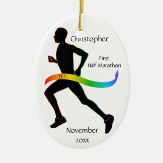 人の半分のマラソン選手の虹のリボンのオーナメント セラミックオーナメント