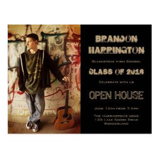 人の卒業生のグランジな写真のオープンハウスの招待状 ポストカード