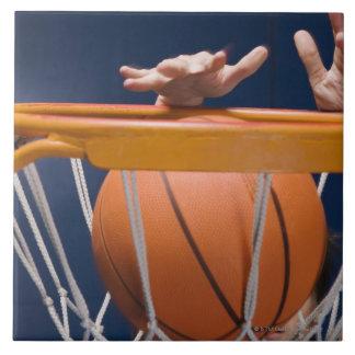 人の浸すバスケットボール タイル