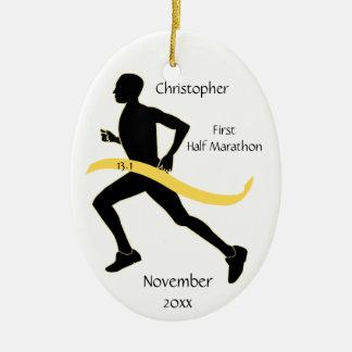 人の黄色の半分のマラソン選手のオーナメント セラミックオーナメント