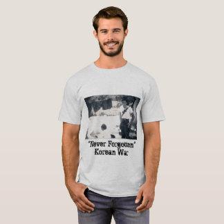 """人のTシャツの""""決して忘れられた""""朝鮮戦争 Tシャツ"""