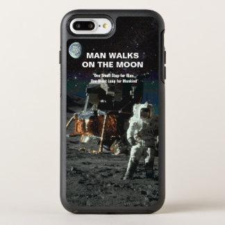 人は月の宇宙飛行士および地球で歩きます オッターボックスシンメトリーiPhone 8 PLUS/7 PLUSケース