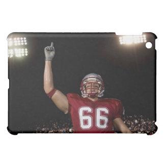 人差し指を上げているフットボール選手 iPad MINIカバー