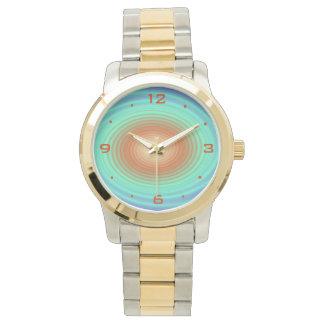 人目を引く水の青>銀のゴールド・トーンの腕時計 腕時計