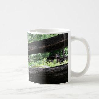 人間に育てられた入江 コーヒーマグカップ