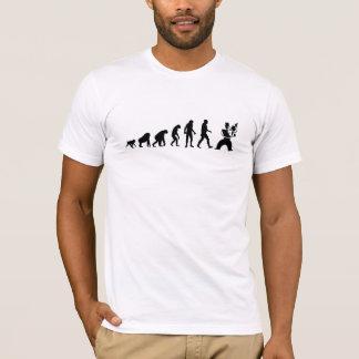 人間の進化: バイオリン奏者のモダン Tシャツ