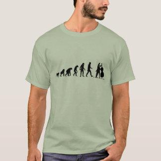 人間の進化: ベース奏者のTシャツ Tシャツ