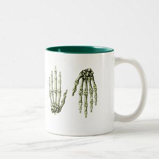 人間手の骨 ツートーンマグカップ