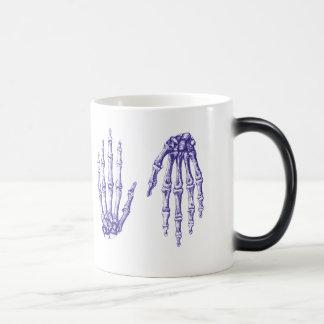 人間手の骨 マジックマグカップ