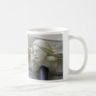 人魚のガーゴイルのマグ コーヒーマグカップ