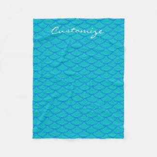 人魚はThunder_Coveの青か水をはかりで測ました フリースブランケット