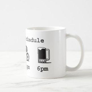 今日のスケジュールのマグ-コーヒー、2wheels、及びビール コーヒーマグカップ