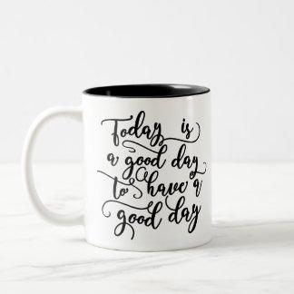 今日はよい日のコーヒー・マグを持つよい日です ツートーンマグカップ