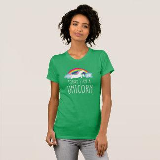今日私はユニコーンです Tシャツ