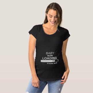 今荷を積んでいるベビー マタニティTシャツ